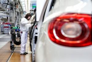 Dieses Industriefoto zeigt die Herstellung von PKW in der Automobilindustrie.