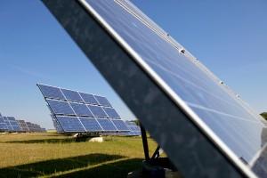 Solaranlagen in einem Solarpark.