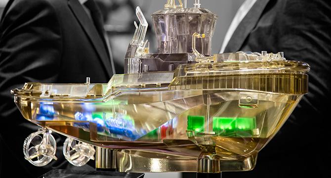Dieses Foto zeigt das Modell eines Schiffes während einer Messe in Hamburg
