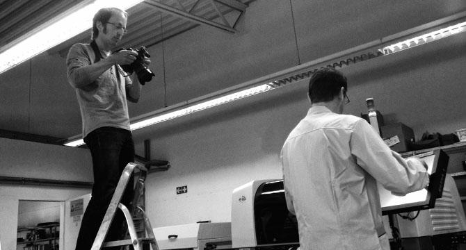 Industriefotograf Bernhard Classen bei einem Fotoshooting der te-loh Michael Korn KG