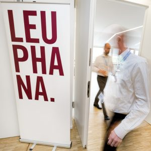 Teilnehmer einer Veranstaltung der Leuphana Universität in Lüneburg.