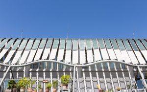 Solaranlagen auf einem modernen Wohngebäude in Hamburg Wilhelmsburg.