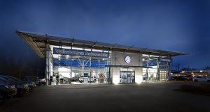 Stimmungsvolles Architekturfoto eines Hamburger Autohauses.
