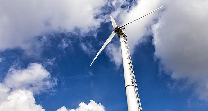 Industriefoto einer Windkraftanlage in Schleswig-Holstein