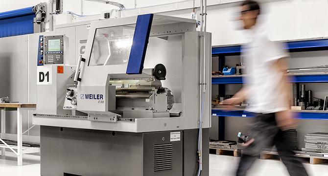 Dieses Industriefoto zeigt eine Maschine in einer Industriehalle in Quickborn.