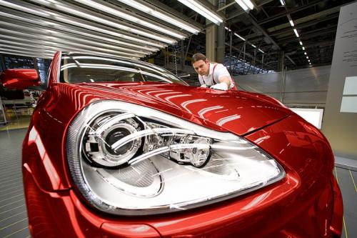 Als Industriefotograf war ich aus Hamburg aufgebrochen, um diese Fabrik für Automobile zu fotografieren.