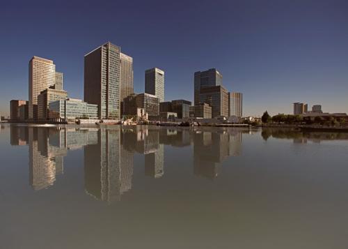 Diese Architekturfotografie zeigt Firmenzentralen in einer Großstadt, die ich von Hamburg aus angeflogen habe.