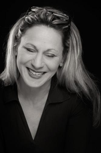 Porträtfoto einer Managerin im Fotostudio