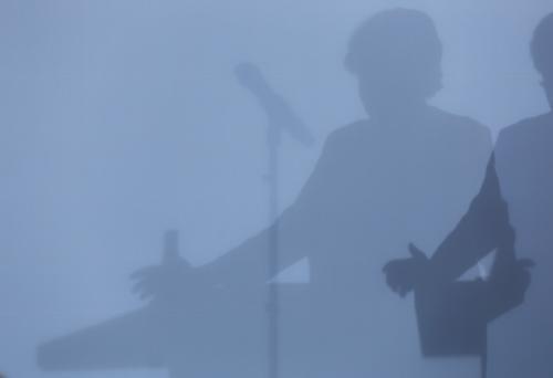 Eventfoto zeigt den Schatten eines Teilnehmers am Rednerpult