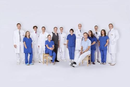 Gruppenfoto-Klinik-Mitarbeiter