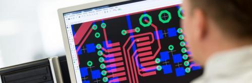 Fertigung von Leiterplatten in der Elektroindustrie.