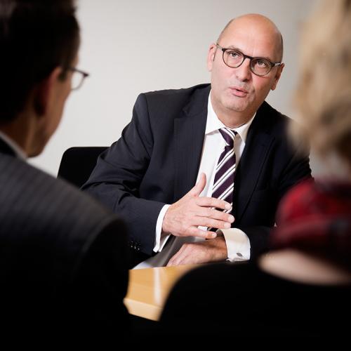 Interview mit einem Geschäftsmann, fotografiert vom Hamburger Fotografen Bernhard Classen