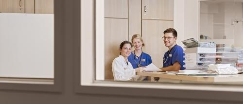 Mitarbeiter-einer-Klinik