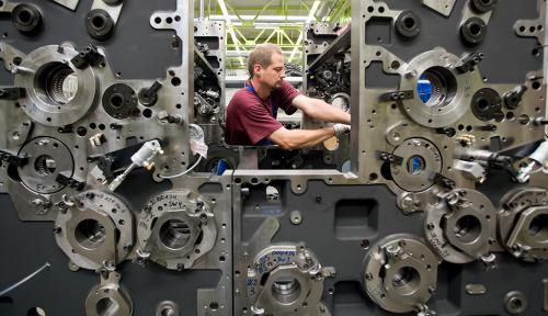 Dieses Industriefoto zeigt die Produktion einer Druckmaschine