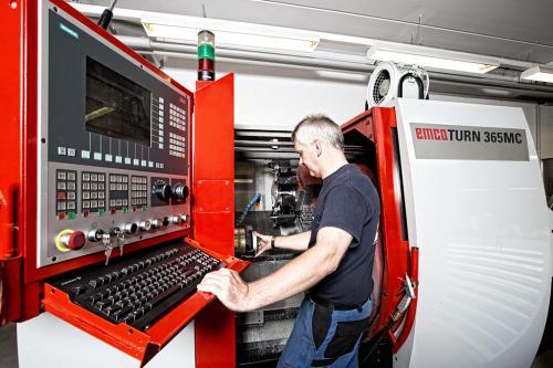 Herstellung von Filteranlagen für die Schifffahrt.